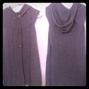 Hooded gray sleeveless sweater cover up